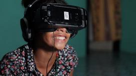 The star of the Our Home, Our People VR film, 12-year old Catalina watches her story in a headset for the first time. © Tom Perry/World Bank.